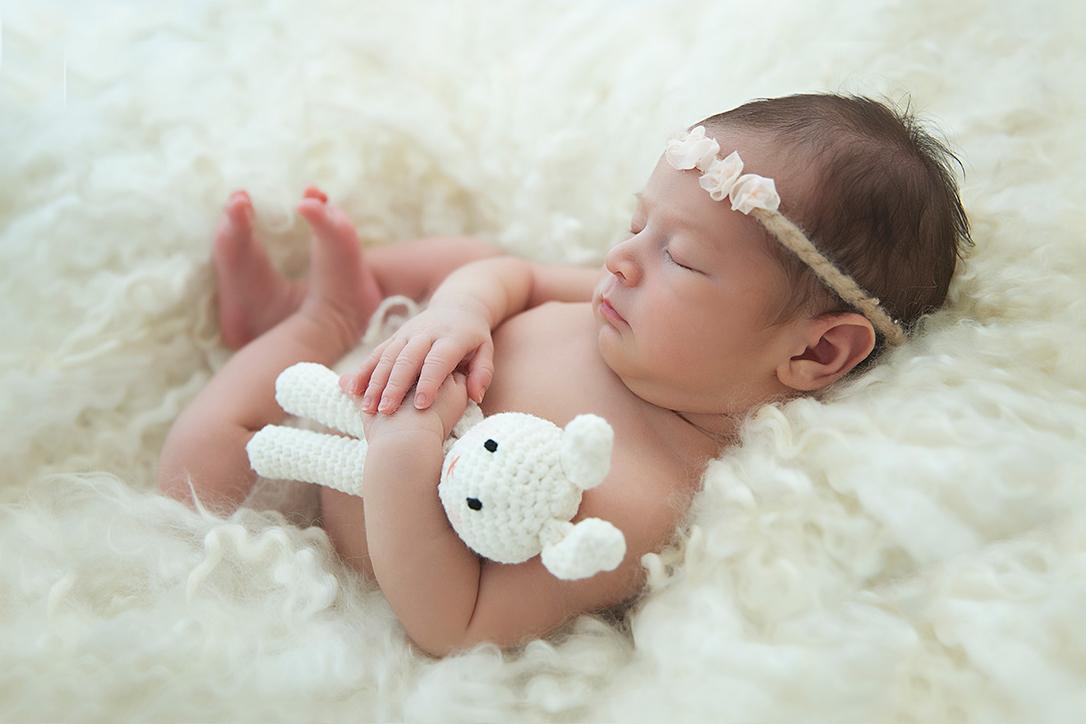 Newborn con orsetto di Peluche